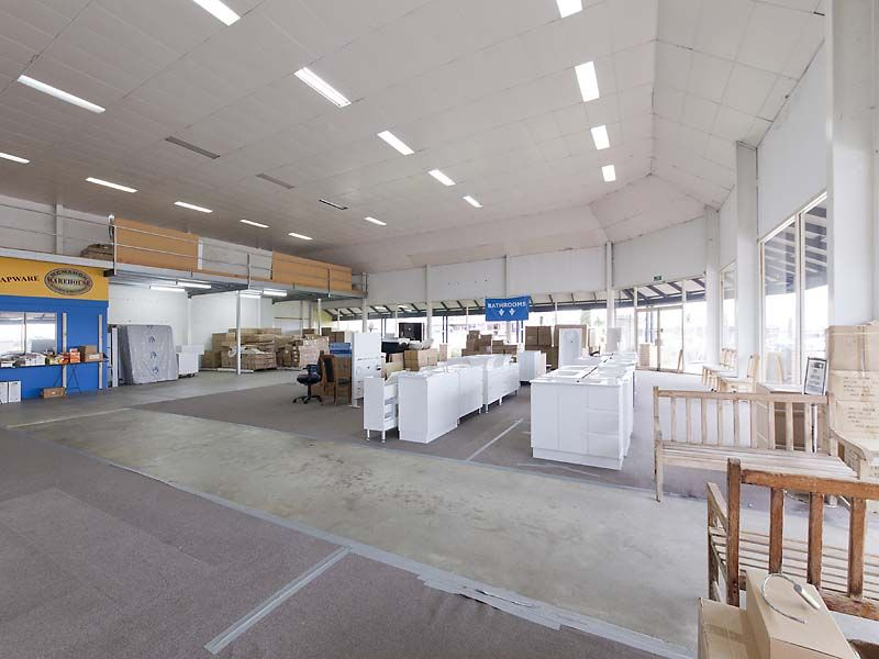 OFFERS TO PURCHASE WANGARA SHOWROOM WITH BIG EXPOSURE