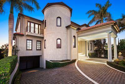 Landmark Estate on 1621m2* Double Block within Blue-Ribbon Address