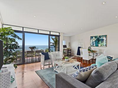 Stunning Hilltop Retreat With Breathtaking Ocean Views