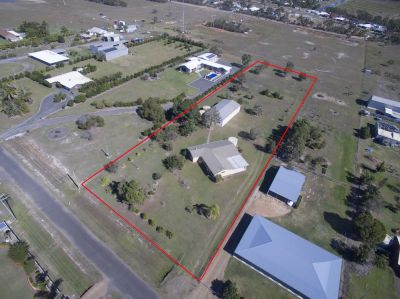 WHAT A BUY! IMMACULATE BRICK HOME ON 7,191m2 WITH 5 ½ BAY SHED!