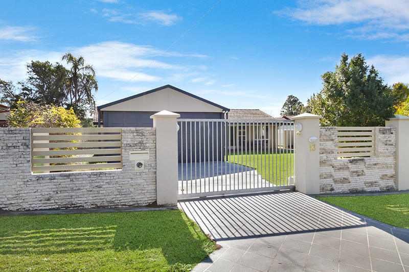 Family friendly home in great location! Main features include: -Walk to Albany Creek State and Market Place -Beautiful kitchen -Dining overlooking