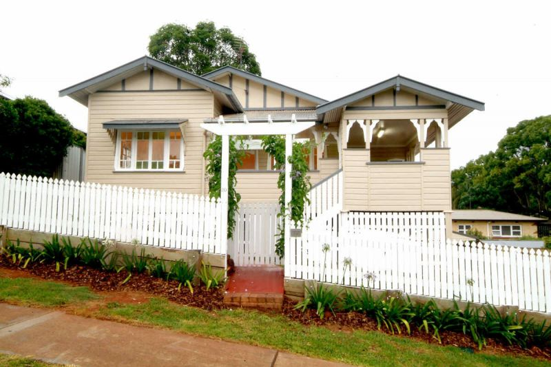 FULLY FURNISHED - East Toowoomba Living