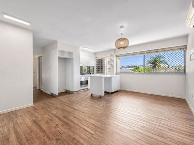 Great Two Bedroom Unit in Heart of Clayfield