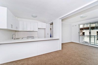 Modern apartment directly across from Coogee Oval and walk to Coogee Beach