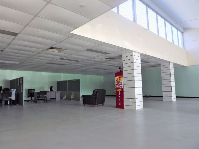 HIGH PROFILE DISPLAY YARD WITH OFFICE AND SHOWROOM