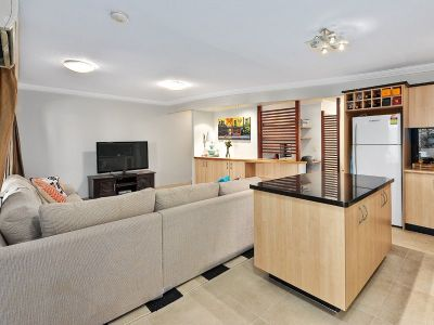 SPACIOUS COURTYARD APARTMENT, AIR CONDITIONED, IN THE HEART OF TENERIFFE!