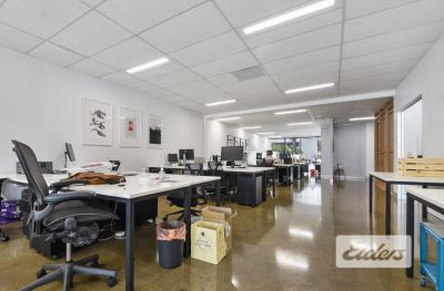 CREATIVE STYLE OFFICE WITH 5 CAR PARKS!