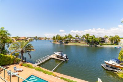 Spacious Family Waterfront with Downstairs Apartment