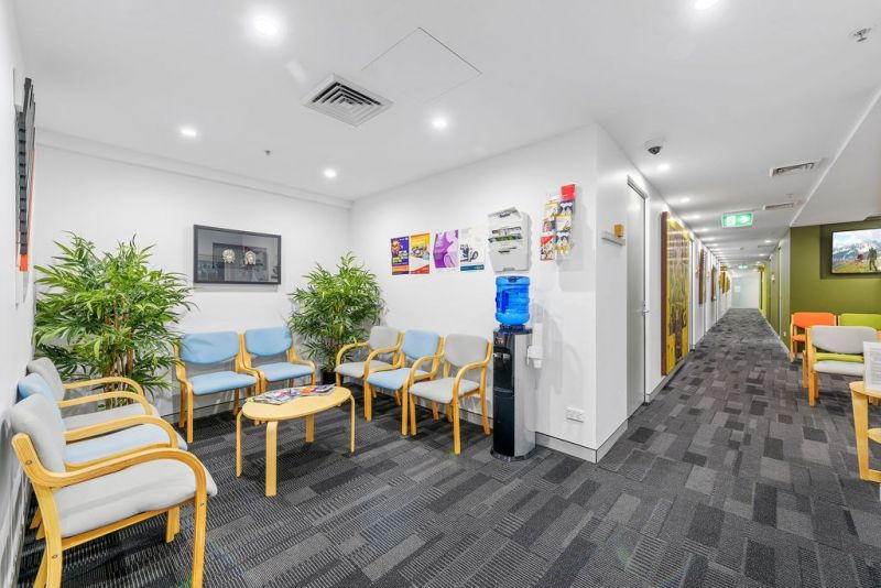 SPECIALIST CONSULTING ROOM in established Medical Centre in the CBD