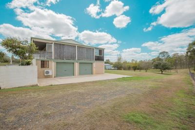 LARGE HOME ON 5,245M2 GROUNDS WITH HUGE WORKSHOP AREA, DAM & TOWN WATER….