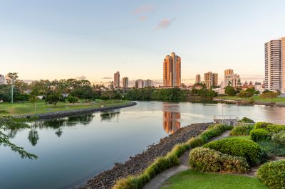 SOPHISICATED BROADBEACH APARTMENT