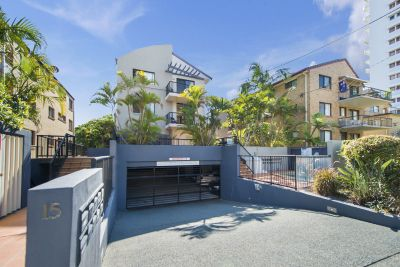 2 bedroom within 2 minutes walk to Broadbeach