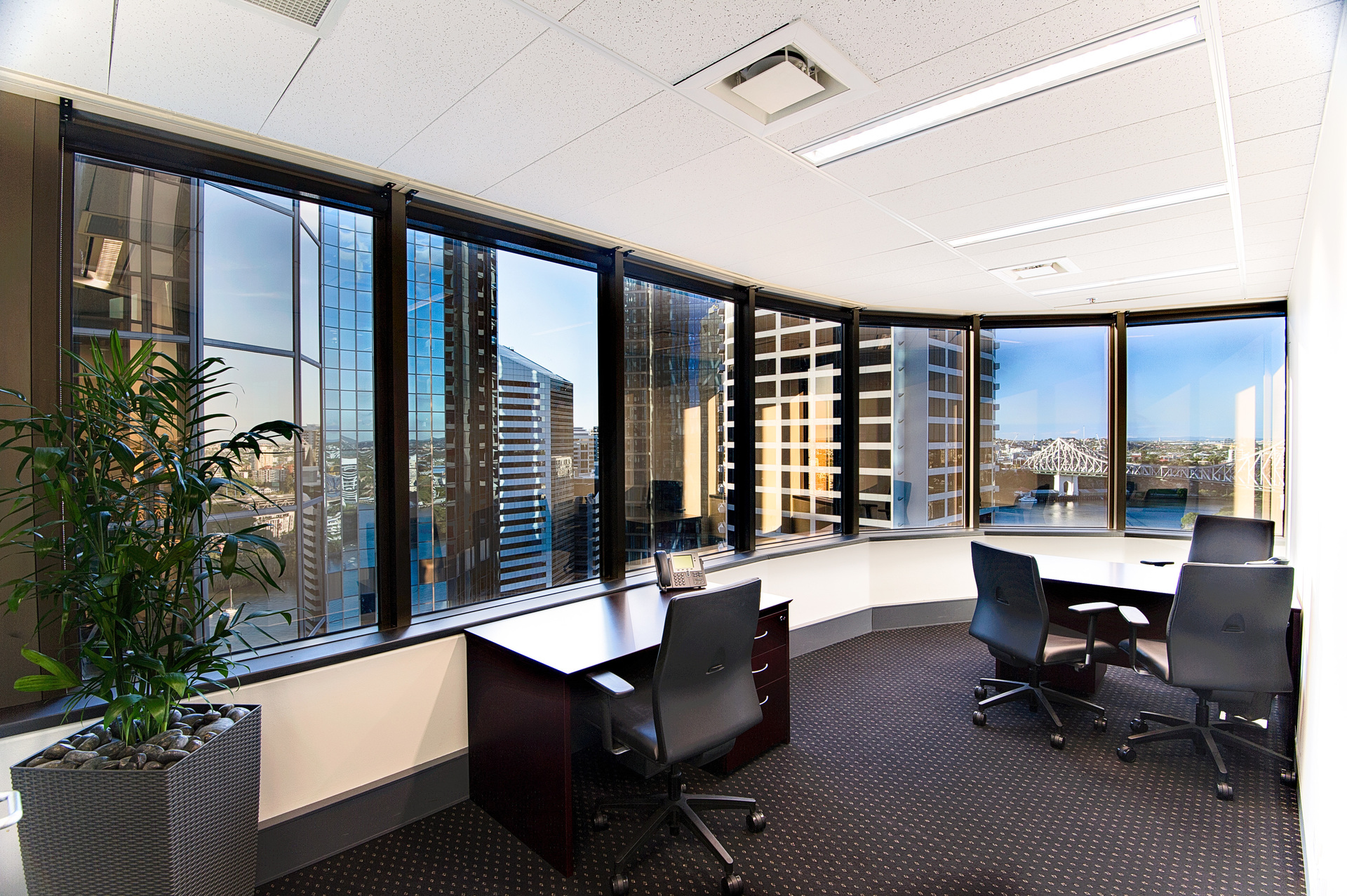 CHECK IN YOUR BUSINESS OFFICES IN THE BEST LOCATION  OF BRISBANE WONDERFUL VIEWS