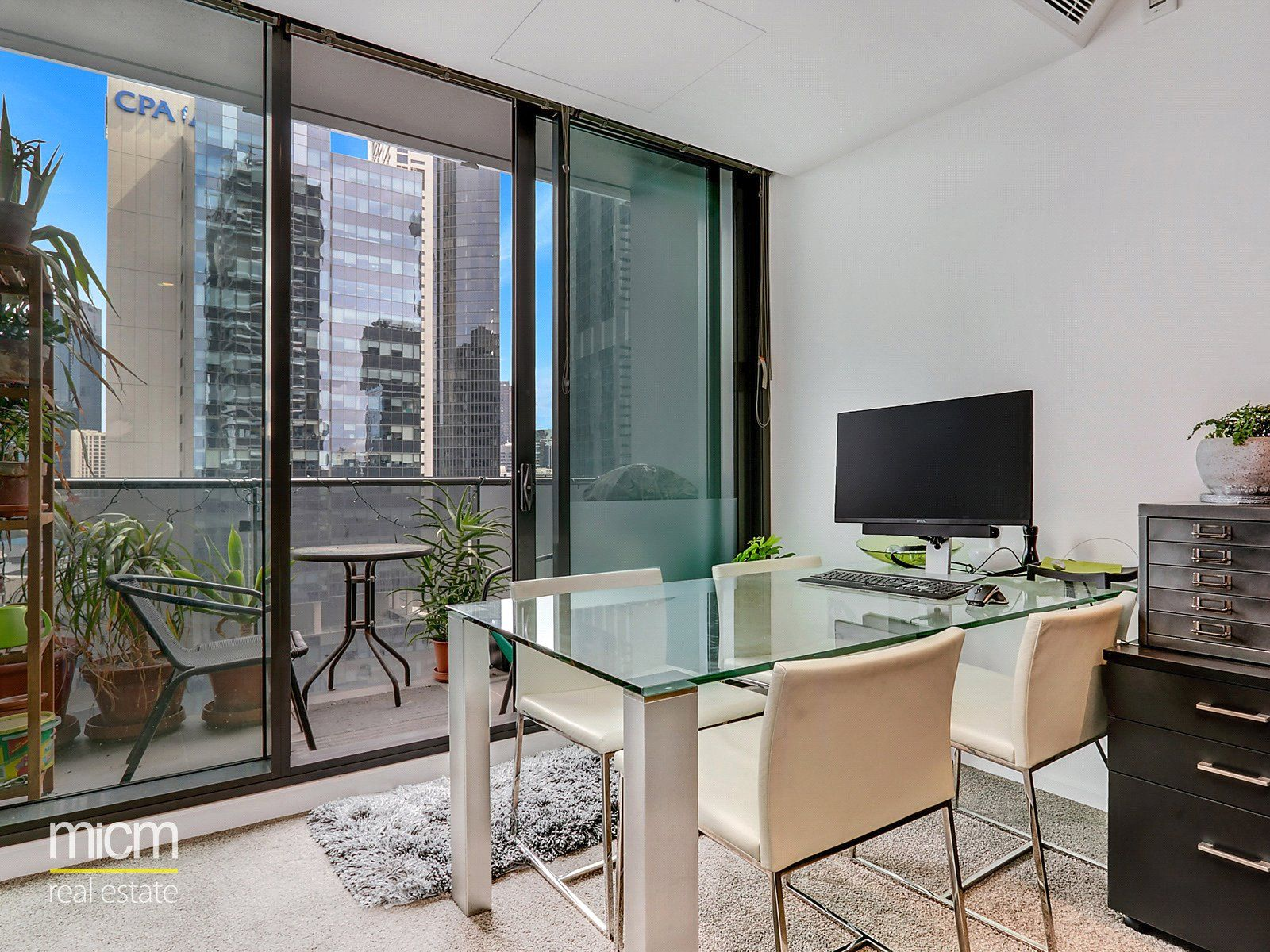 Southbank Grand: Stunning & Modern Two Bedrooms Two Bathrooms Apartment Awaits!