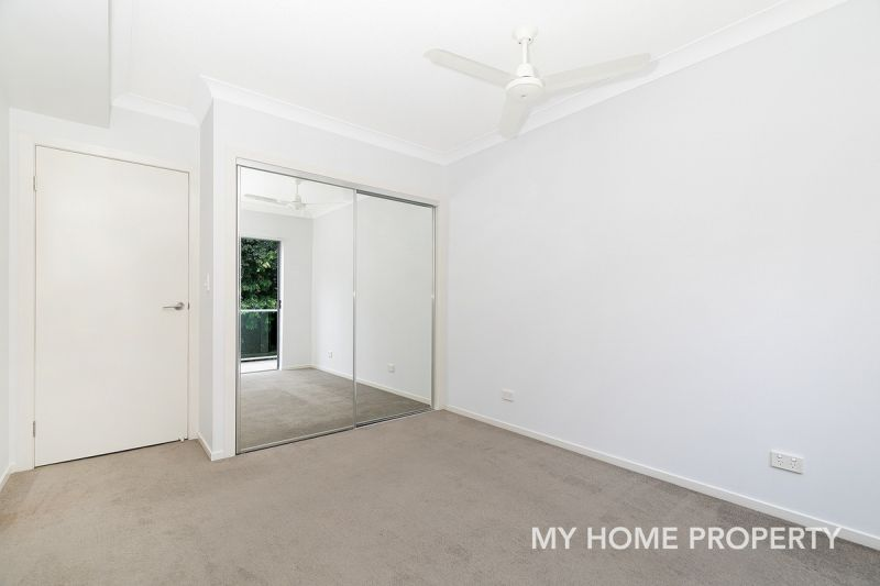 3 BED MODERN UNIT WITH 2 CAR SPACES..