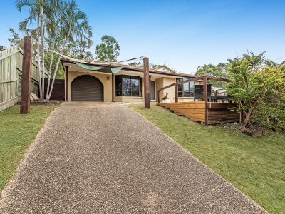THE PERFECT FAMILY HOME ON AN ELEVATED 1,084M2 BLOCK