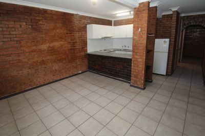 TIDY ONE BEDROOM APARTMENT RIGHT IN THE HEART OF BONDI JUNCTION