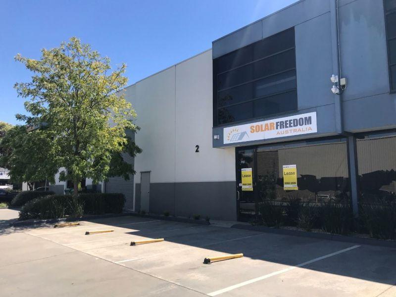 Modern Office/Warehouse in Outstanding Estate!