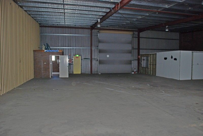 FLOOD FREE WAREHOUSE