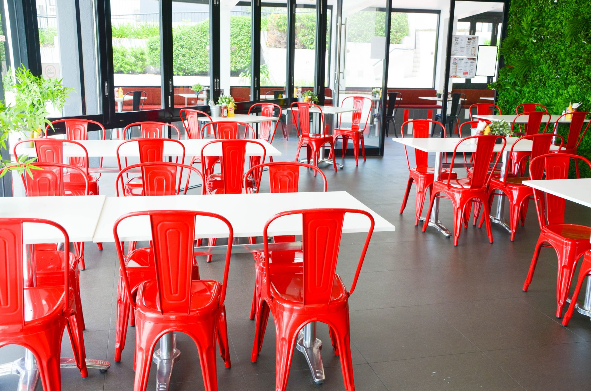 PRIME SPOT OPPOSITE COORPAROO SQUARE.  IDEAL CAFE/RESTAURANT. EQUIPMENT IN PLACE