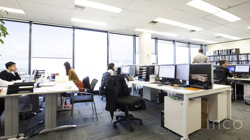 Perfect opportunity to occupy a fantastic top floor office with stunning Albert Park Lake views
