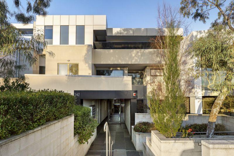Stunning Contemporary Living  Quiet Rear Ground Floor Location