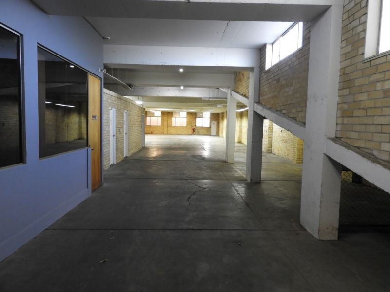 FREESTANDING WAREHOUSE AND OFFICE