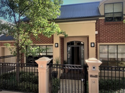 3 Bedroom Townhouse Close to CBD , shopping and transport