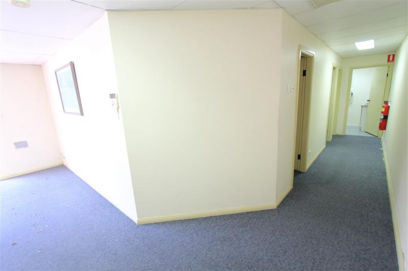 Functional Retail/Office Premises on Morts