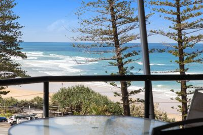 Oceanview Apartment Metres From The Beach
