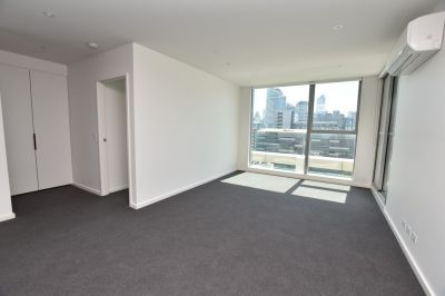 Stunning Docklands Apartment - Don't Miss Out!