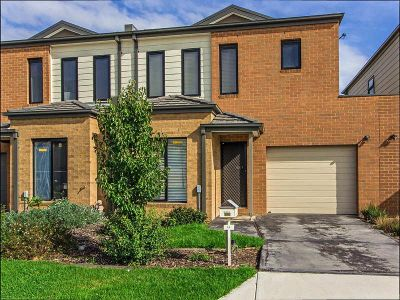 Near New Townhouse With Perfect Presentation In Braybrook Mews