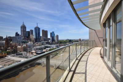 LUXURY QUAY WEST PENTHOUSE - EXECUTIVE LIVING!