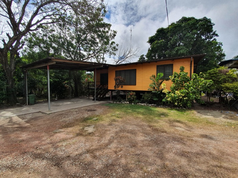 Outstanding Location, Large & Shady Yard