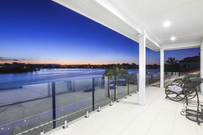 Stunning luxury home with a wide expanse to the Main River.