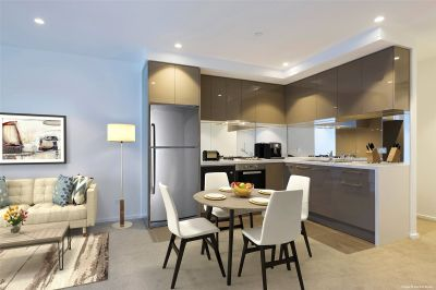 Southbank Central: Two Bedroom Apartment with Everything at Doorstep!