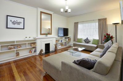 Monterey: Fully Renovated Art Deco 1 Bedroom Apartment with all the Extras!
