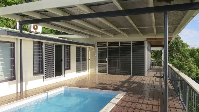 NM322 - Standalone house with pool - WS