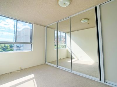 BIG APT WITH BALCONY, POOL AND CAR SPACE!