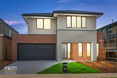 Parkside Perfection Meets Brand-New Modern Entertaining with 3 Living Areas!