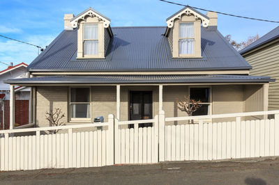 Picture Perfect Freestanding West Hobart Home - Walk to CBD
