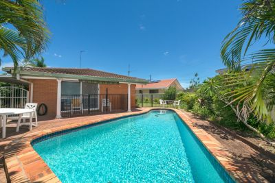BEACHSIDE FAMILY HOME - JUST A 900M STROLL TO THE BEACH & PACIFIC FAIR