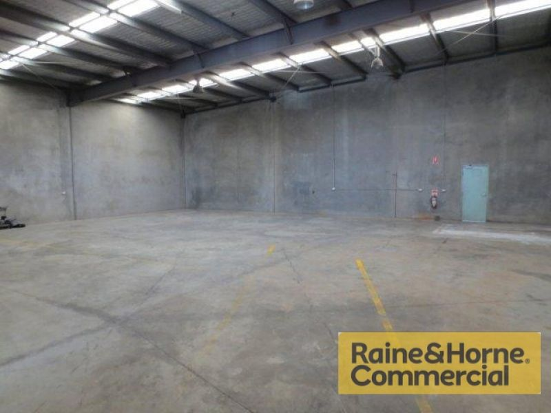 335sqm Industrial Unit with Rear Hardstand
