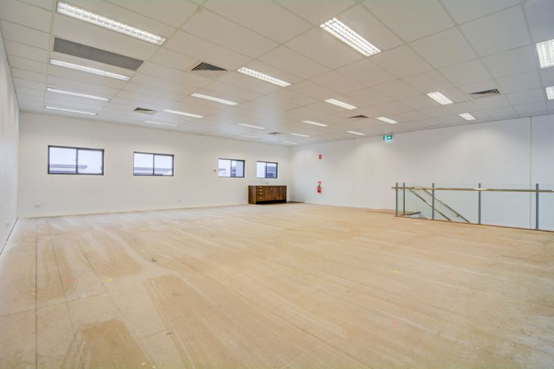 PRICE REDUCTION! 292m2* TINGALPA OFFICE/ SHOWROOM