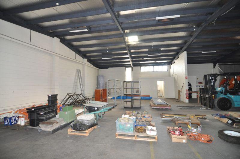 Hyde Park office & warehouse complex