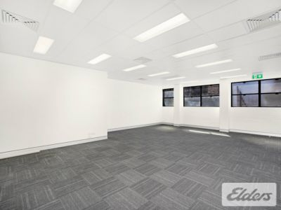 MODERN STYLE OFFICE IN THE HEART OF SPRING HILL!