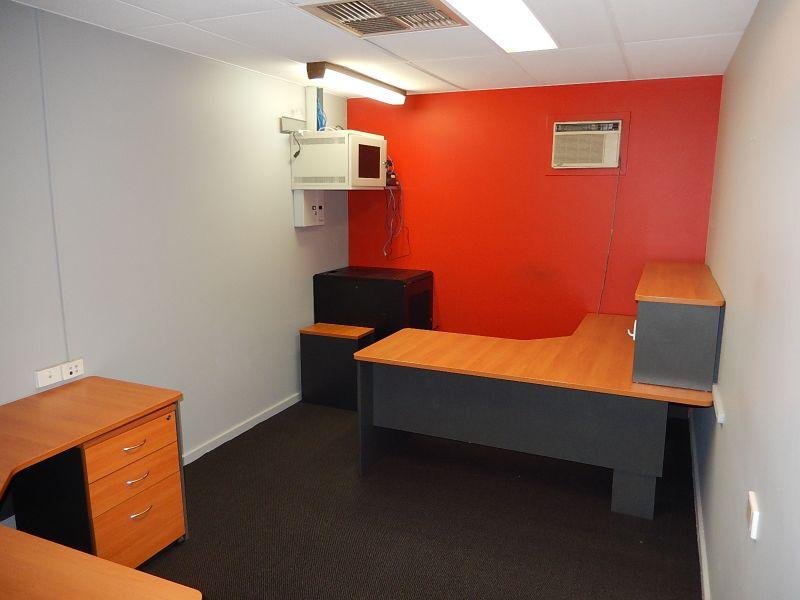 UNIQUE WORKSHOP & OFFICE WITH STORAGE YARD