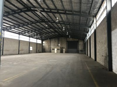 Huge freestanding warehouse, close proximity to arterial roads