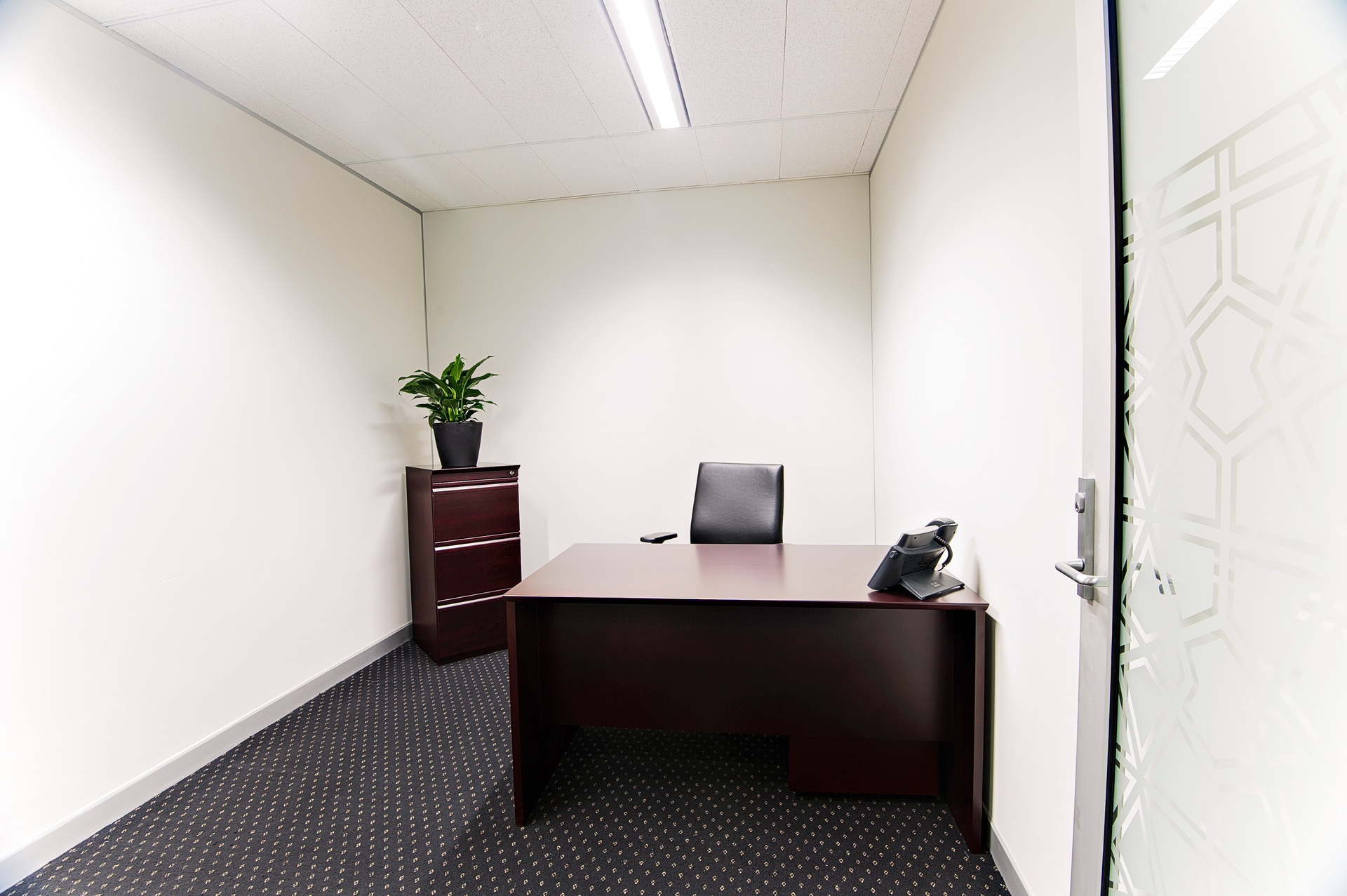 PHENOMENAL OFFICE SUITES AVAILABLE FOR 9 PERSON IN RIPARIAN PLAZA