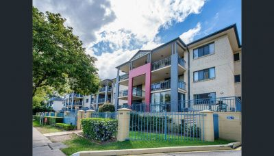 Fully Furnished Apartment across the road from UQ.